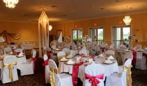 Sandpiper Room Lunch Buffets (starting at $15.99 per person), The 19th Hole & Sandpiper Room, Port Saint Lucie