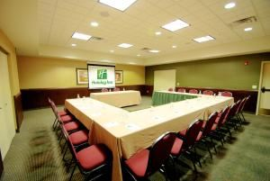 Wisconsin Room, Holiday Inn Hotel and Convention Center - Stevens Point, Stevens Point — The Wisconsin Room is one of our most popular rooms because it accommodates small- to mid-size groups without feeling crowded or claustrophobic. It is conveniently located near the hotel, restroom facilities, vending, and parking, so the needs of your meeting guests will be met quickly and completely, no matter what they are looking for.
