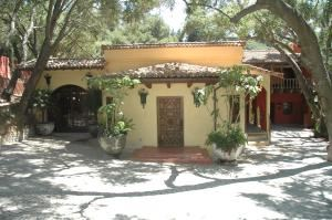 Courtyard Of The Oaks, Rosewood, Topanga
