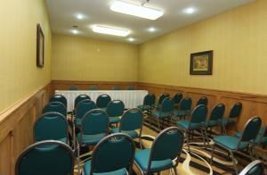 Meeting Room (rental rates $80 to $140), Comfort Inn & Suites, Burnet — 38 people theatre style meeting room