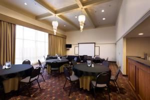 Ambassador Room Rental, Best Western Plus -Cedar Bluff Inn, Knoxville
