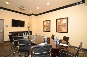 Board Room, BEST WESTERN PREMIER Crown Chase Inn & Suites, Denton — 10 Chair Board Room