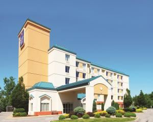 Sleep Inn, Amherst, Hamburg — Located close to downtown Buffalo as well as Niagara Falls! Walk to shopping, dining and entertainment. The Buffalo Niagara International Airport is just 9 miles away.
