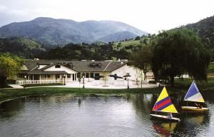 Lakeshore Lounge, Wonder Valley Ranch Resort and Conference Center, Sanger