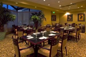 Basil Court Grill, Radisson Hotel Largo - Washington DC, Upper Marlboro