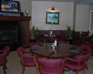 Dinner Buffet From $25, Bloomington Country Club, Bloomington