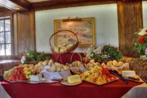 The Major's Buffet, 94th Aero Squadron Restaurant, Columbus — Buffet