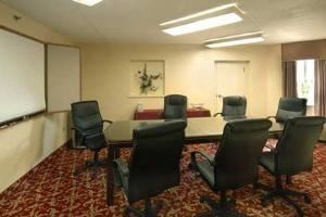 Capitol Room, Hampton Inn Raleigh-Crabtree Valley, Raleigh — Meeting Room