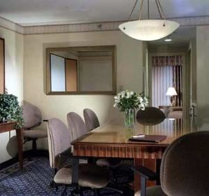 Executive Meeting Suite, DoubleTree Suites by Hilton Hotel Boston - Cambridge, Allston — Executive Meeting Suites