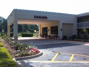 Americas Best Value Inn - I-75 Gainesville North, Gainesville — Ramada Limited Gainesville Front Entrance