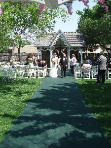 Garden Wedding & Reception Package, Lockheart Gables Romantic Bed & Breakfast, Fort Worth — Outdoor Wedding and reception - 25-150 people Isle runner, Arch, Minister, Tables, Chairs, Linens included!!