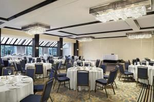 Grand & Petit Salon, Sheraton Montreal Airport Hotel, Dorval — Grand & Petit Salon - 5790 sq ft