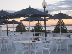 Deck, Amarante's Sea Cliff, East Haven — The Inn - Deck
