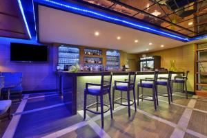 Emerald Lounge, The Hills Hotel, Laguna Hills — Emerald Lounge Bar Area