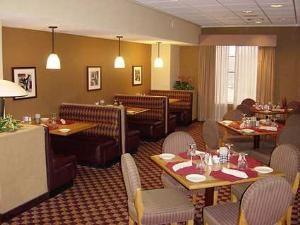 The Tiffany Grille Restaurant, Embassy Suites Kansas City - International Airport, Kansas City