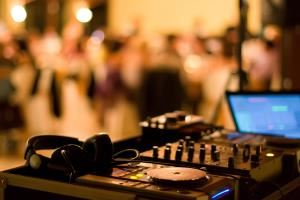 Sounds Unlimited  Entertainment & DJ Services, Calgary — Sounds Unlimited Calgary's Premiere Disc Jockey Services. Est. 1972. 