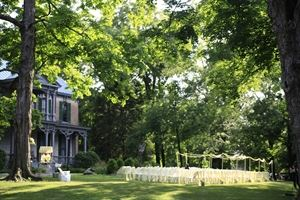 Historic Home Lawn, Nashville Zoo, Nashville — Wedding ceremony on the front lawn