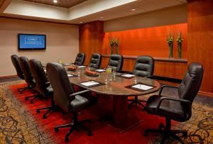 Board Room, Hyatt Regency Phoenix, Phoenix — Executive boardroom can accommodate up to 14 people.