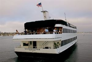 Entertainer, Hornblower Cruises & Events Newport Beach, Newport Beach