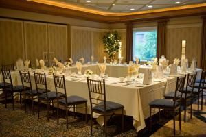 Holly Pond, Waters Edge at Giovanni's, Darien — The Waters Edge at Giovanni's, The Waters Edge at Giovanni's, Darien — Holly Pond Excellent space for meetings and events. This space can be used together as one open space or divided into two smaller spaces. 1325 square feet (as one room) Accommodates 60 - 140 guests 662 square feet (as one of two rooms) Accommodates 30 - 70 guests