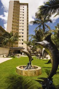 Courtyard Waikiki Beach, Honolulu — Enter through the Wyland sculpture garden