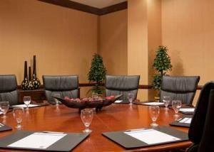 Suffolk, Hampton Inn Boston-Natick, Natick — Suffolk Boardroom can hold up to 10 people conference style.