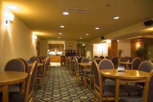 Stampede Room 2, Hampton Inn & Suites By Hilton Calgary- University Northwest, Calgary