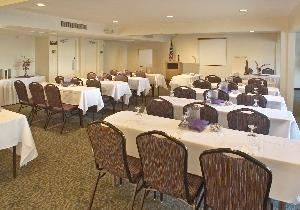 Salon F, Hotel Rosedale, Bakersfield — Salon F is charming meeting space than can accommodate up to 70 people for a meal or theatre style. This flexible space can comfortably seat 40 people classroom style (3 per 6ft.).