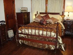 Mama Pelt's Room, Alla's Romantic Getaway Bed and Breakfast Inn Dallas, Tx., Duncanville — Guest Room