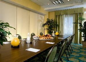 Executive Room, Hampton Inn & Suites Fort Myers-Colonial Boulevard, Fort Myers — Boardroom style setup