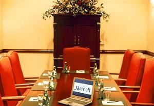 Executive Boardroom, Marriott Riverside, Riverside — Boardroom