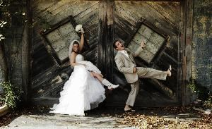 Ca smith photography, Kennebunk — bride and groom kicking up their heels