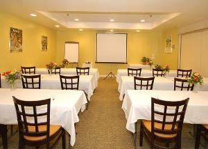 Meeting Room, Quality Suites John Wayne Airport, Santa Ana — Meeting room with classroom-style setup