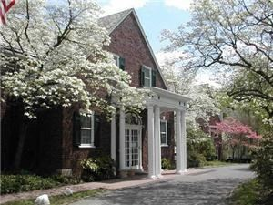 Women's Club of Glen Ridge, Glen Ridge — The Women's Club of Glen Ridge offers a unique and charming venue for your wedding or private party.  Located in historic, tree-lined Glen Ridge, New Jersey, the Club is convenient to all major highways and public transportation.