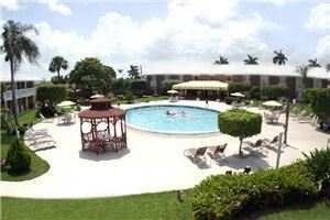 Best Western Palm Beach Lakes Hotel, West Palm Beach — Courtyard with 60' heated pool and shuffle board court