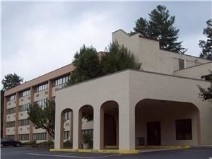 Comfort Inn, Sylva — Comfort Inn is nestled in the heart of the Western Carolina Mountains minutes away from Western Carolina University and Historical Dillsboro.  Centrally located between Asheville / Atlanta / Knoxville / Gatlingburg.