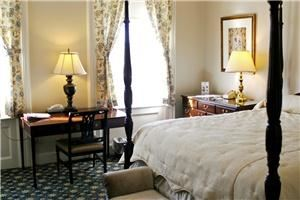 The Middlebury Inn, Middlebury — 70 newly renovated rooms with historic ambiance and charecter.