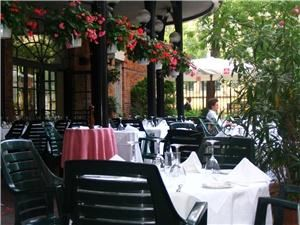Patio, La Maquette Restaurant, Toronto — Our beautiful Patio next to the Toronto Sculpture Garden.