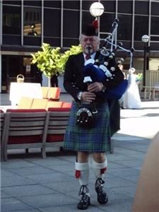 Bagpiper-jefflinn, Canal Winchester — Jeff performing in downtown Columbus, Ohio