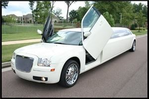 "T-Star Limousines, Memphis — Chrysler 300 Superstretch ""Lambo"" edition"