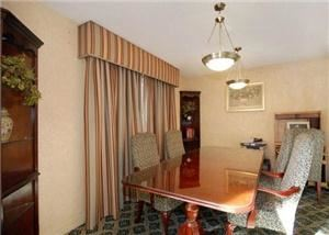 Pine Room, Comfort Inn & Suites Near Newpark Mall, Newark