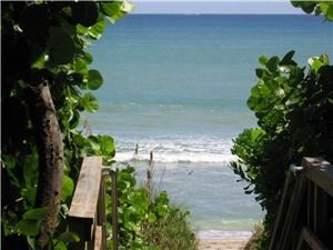 Holiday Inn Express Juno Beach, North Palm Beach — 400 steps to the Surf and Sand