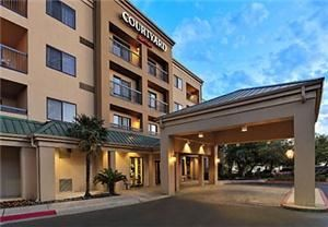 Courtyard Austin Northwest/Arboretum, Austin — The Courtyard Austin Northwest/Arboretum is a four-story hotel equipped with 102 guest rooms and a meeting room for business travelers. Located in the Arboretum area at the intersection of major freeways US 183 and Loop 1/Mopac, Courtyard Austin Northwest offers easy access to the Arboretum and Domain shopping centers, the University of Texas, local businesses, and much more.