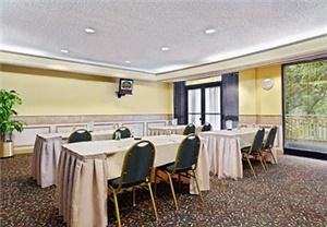 Conference Room, Courtyard Austin Northwest/Arboretum, Austin — Our fully equipped meeting room will make for the perfect business presentation using our in-house LCD projector and audiovisual equipment. We also offer a variety of breakfast and lunch menus to cater to your guests.