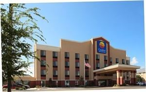 COMFORT INN & SUITES QUAIL SPRINGS 73120, Oklahoma City