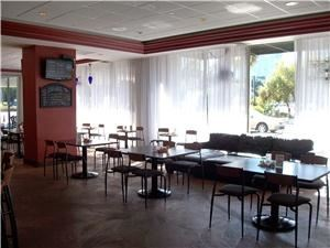 Water Works, Howard Johnson Plaza Downtown Tampa Riverside, Tampa — Waterworks restauant and lounge. TV's located in various areas for viewing pleasure. Indoor and outdoor seating. Private room for private parties also available.