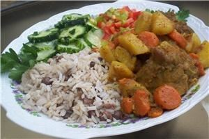 LNL Catering, Hickory — Curry Chicken with potatoes and carrots, Rice and Peas served with cucumber and pepper salad