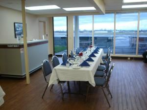 Flight Deck Restaurant Banquet Annex, Salem — This room is located downstairs below our restaurant with floor to ceiling windows that have a view of the airport and the Cascades.  The Downstairs room seats up to 35 people.