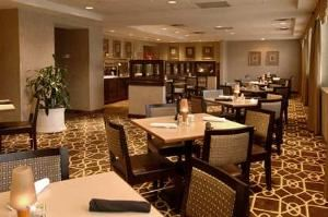 Terranova Cafe, Doubletree by Hilton Dallas Market Center, Dallas — Terranova Grill And Bar 