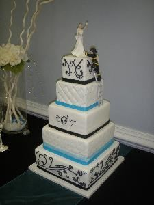 Bonn Boni, Fredericksburg — One of many custom designed wedding cakes that I can create for your special day.
